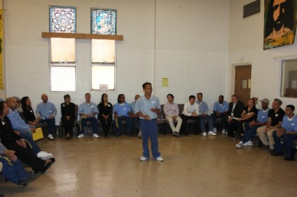 ROOTS leader David Le leads a presentation at the AAPIs Behind Bars convening.